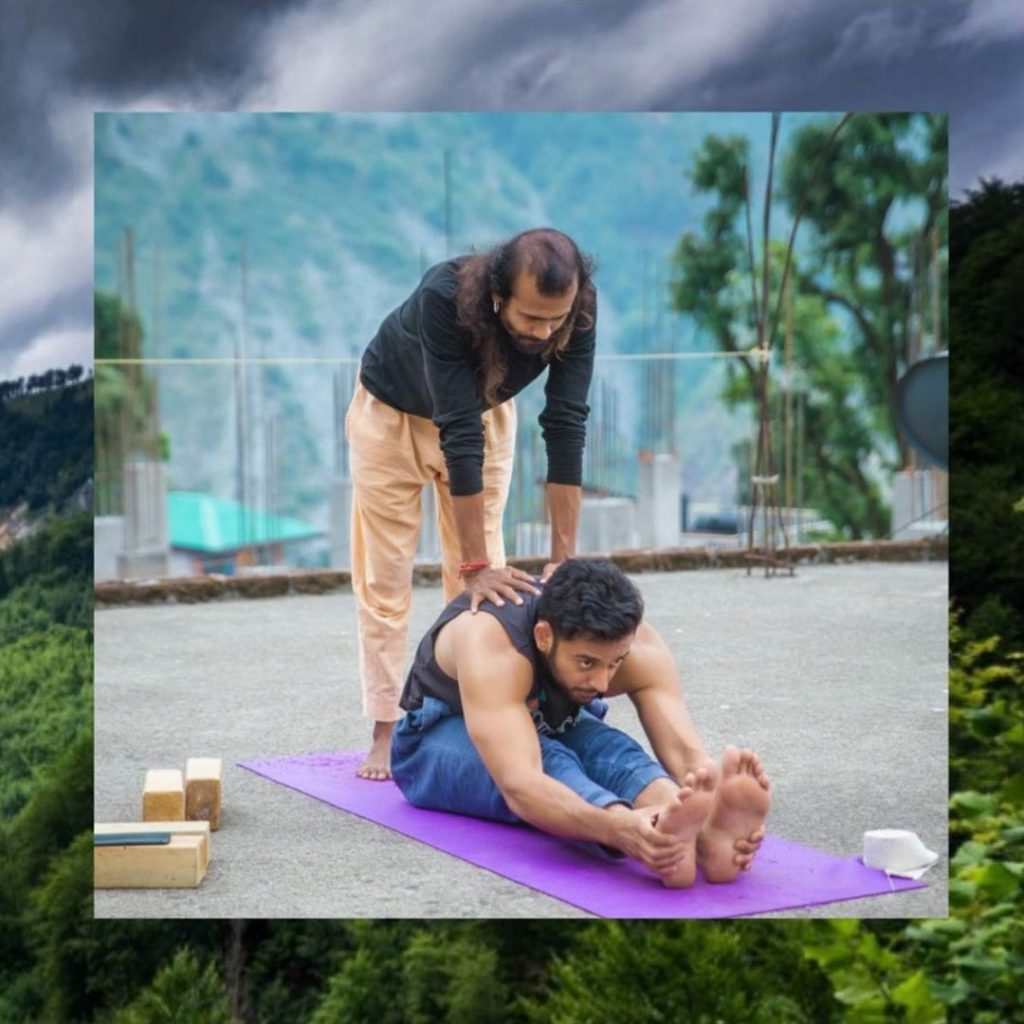 hands on adjustment in shree hari yoga school germany