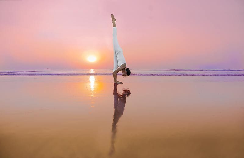 10 Reasons Why Yoga on a Beach is Good for You