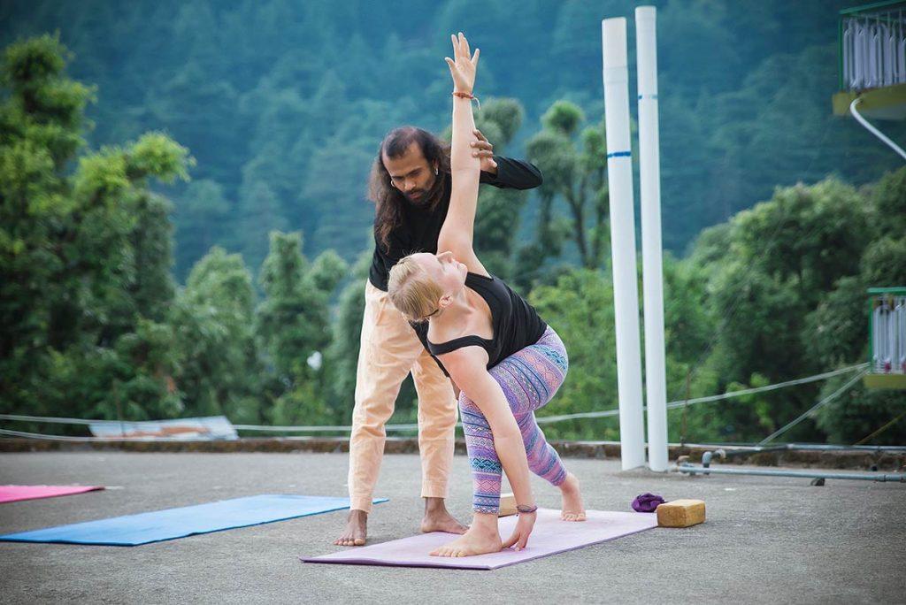 trikonasana support, art of teaching, metrology at shree hari yoga school in dharamsala, india